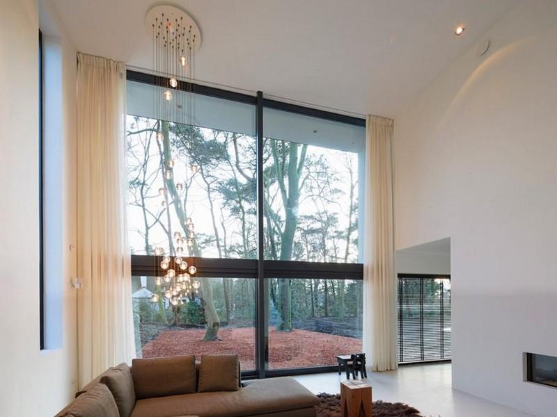Большие окна в интерьере минимализма