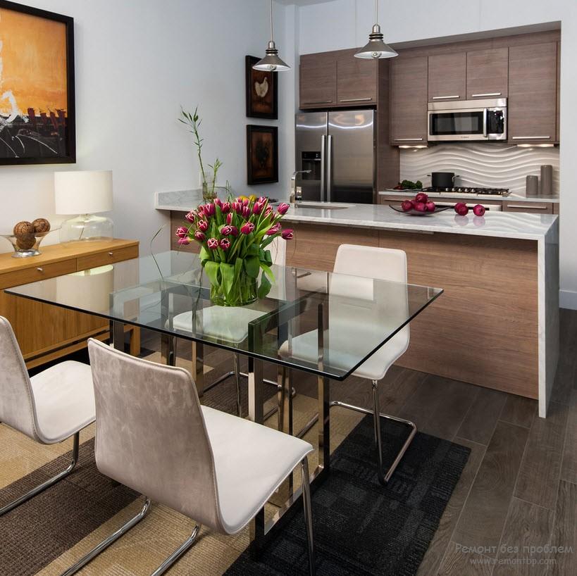Красивый стеклянный кухонный стол