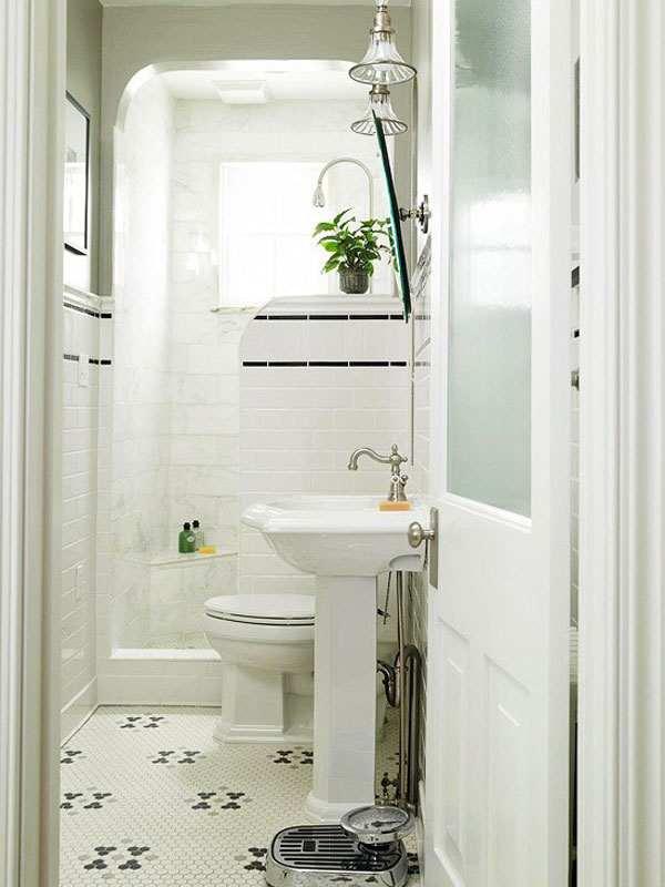 Светлая маленькая ванная комната