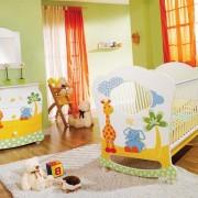 Разноцветная комната для малыша
