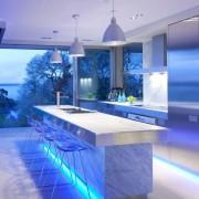 Подсветка на кухне хай-тек