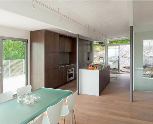 Мебель из стекла на кухне