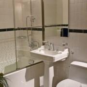Дизайн современной маленькой ванной комнаты
