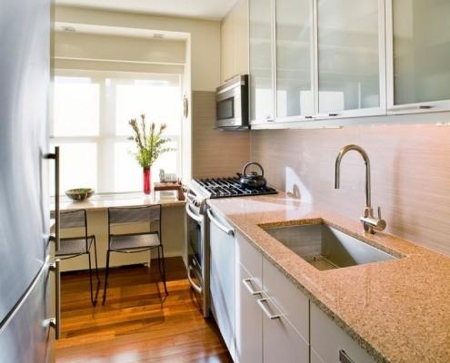 Кухонный фасад из стекла