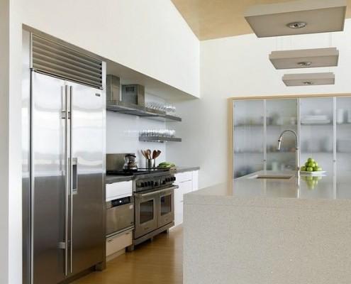Фасад из стекла для кухни в интерьере