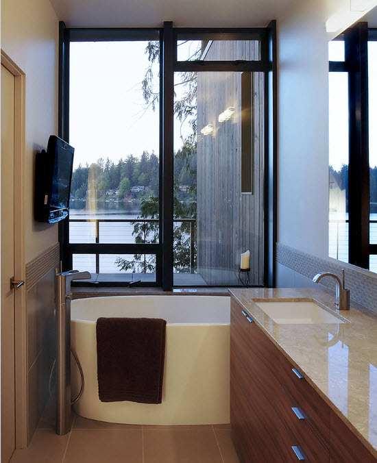 Маленькая современная ванная комната