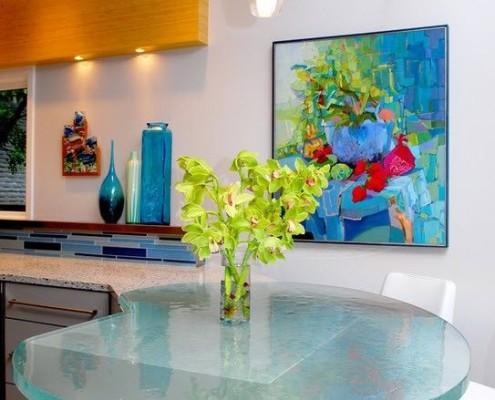 Стеклянный красивый стол для кухни