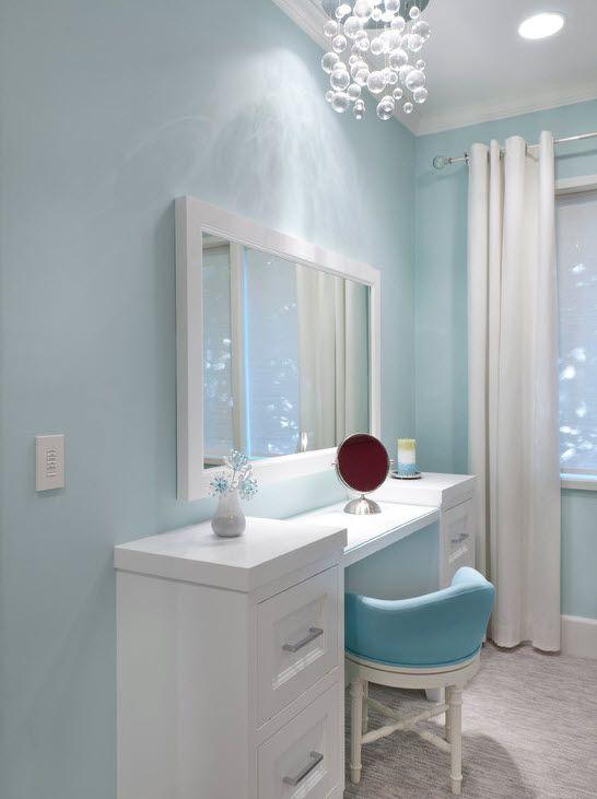 Светло-голубая комната для девочки