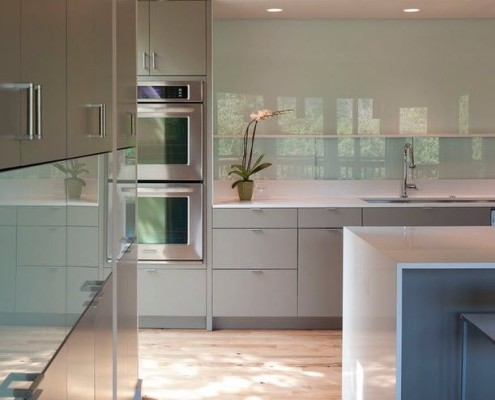 Кухня выполненная из стекла фото