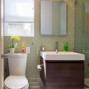 Зеркало в небольшой ванной