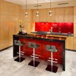 Стеклянная кухня: столы, фартук и фасад на фото