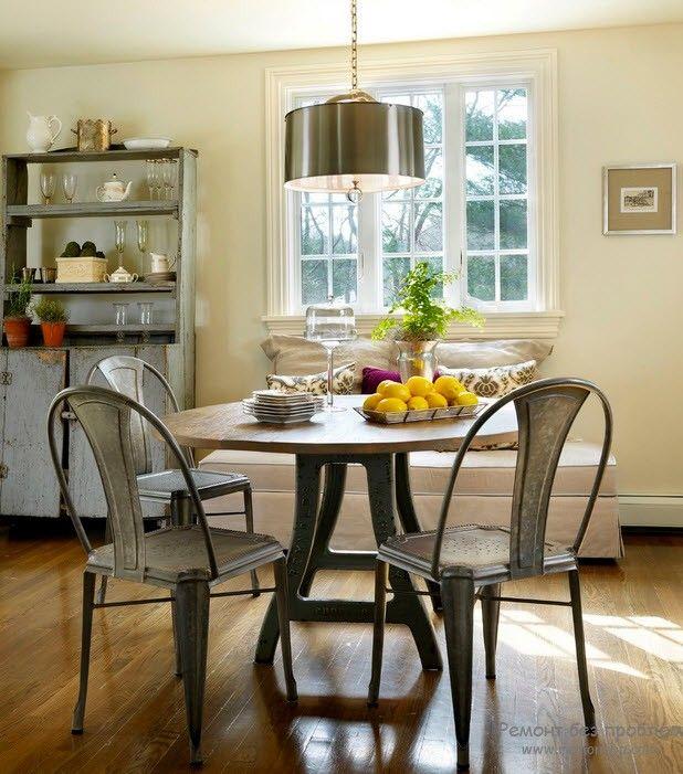 Металлический интерьер кухни или столовой