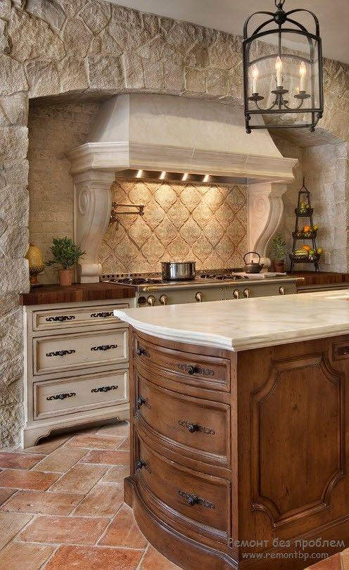 Отделка стен камнем кухни в средиземноморском стиле