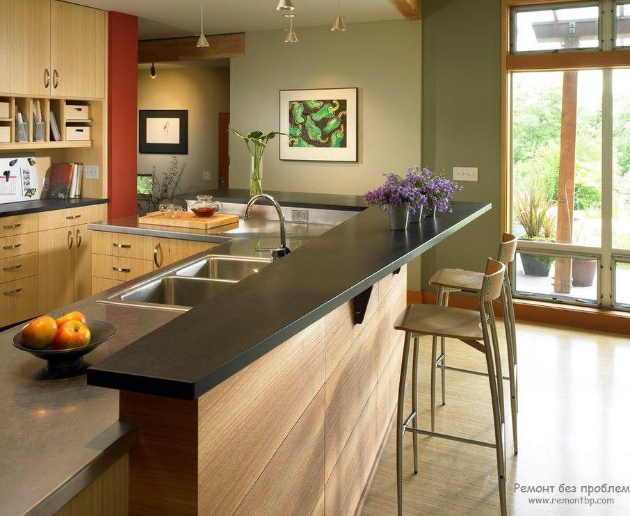 Современная барная стойка в интерьере угловой кухни