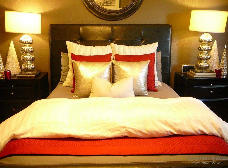 Золотые аксессуары в спальне