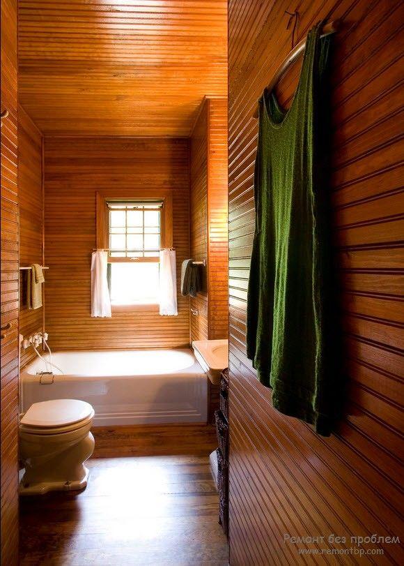 Красивая деревянная ванная комната