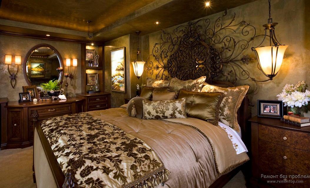 живописная декоративная ковка у изголовья кровати