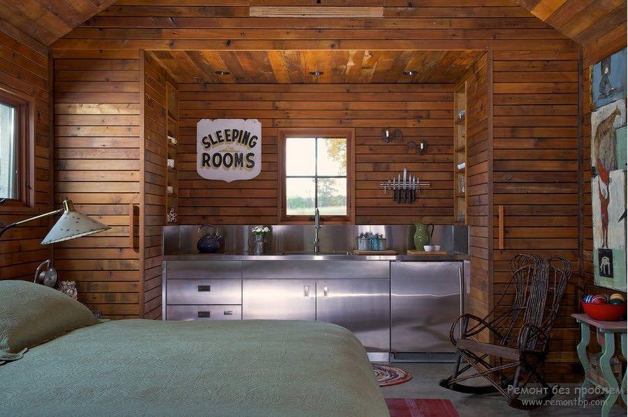 Деревянная кухня со спальным местом