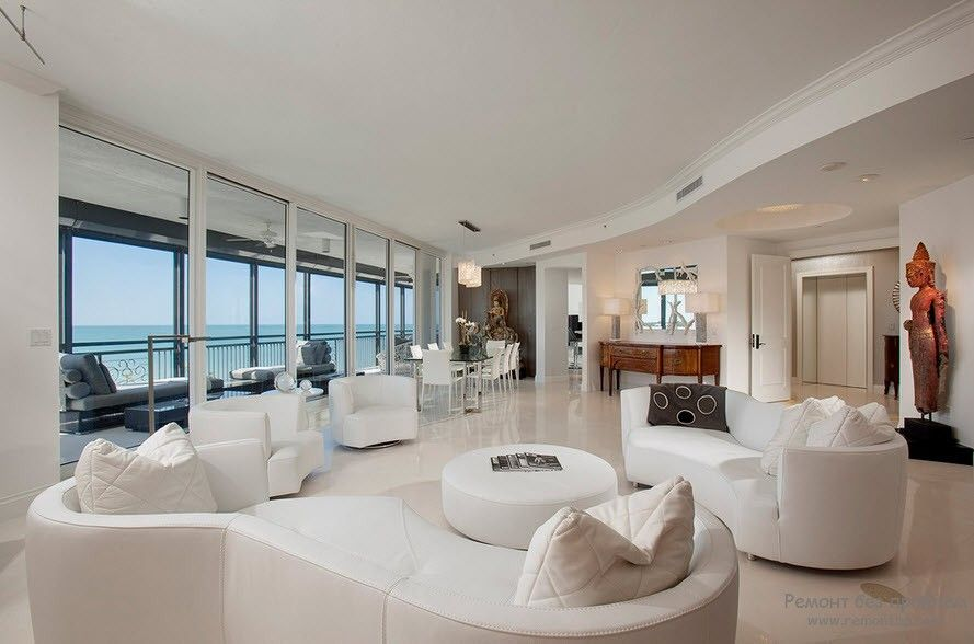 Большой набор красивой белой мягкой мебели для любителей габаритов и простора