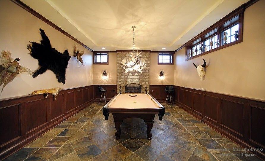 Оригинальные аксессуары в бильярдной комнате