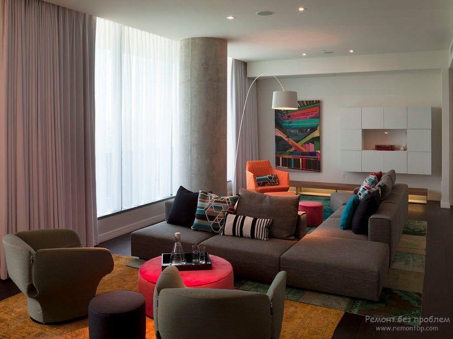 Многофункциональный диван с пуфиками и креслами