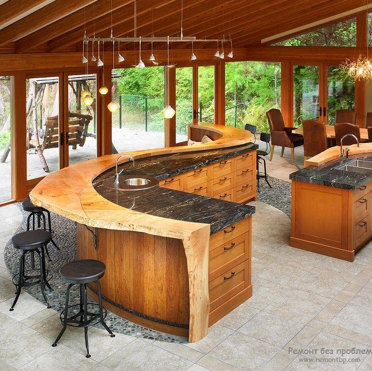 Оригинальная зигзагообразная барная стойка в интерьере кухни