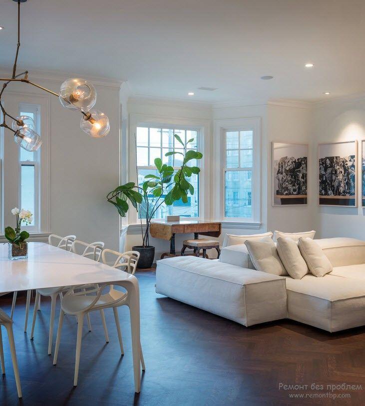 Белый диван-трансформер в интерьере