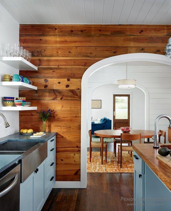 Дерево в интерьере деревянной кухни