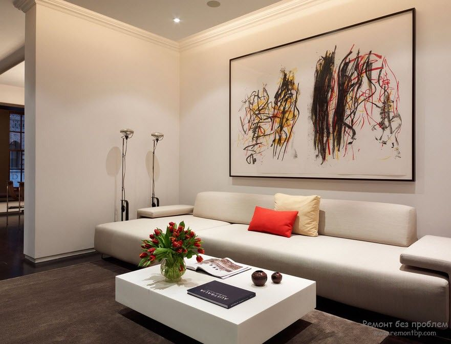 Белая мягкая мебель в интерьере в стиле минимализма