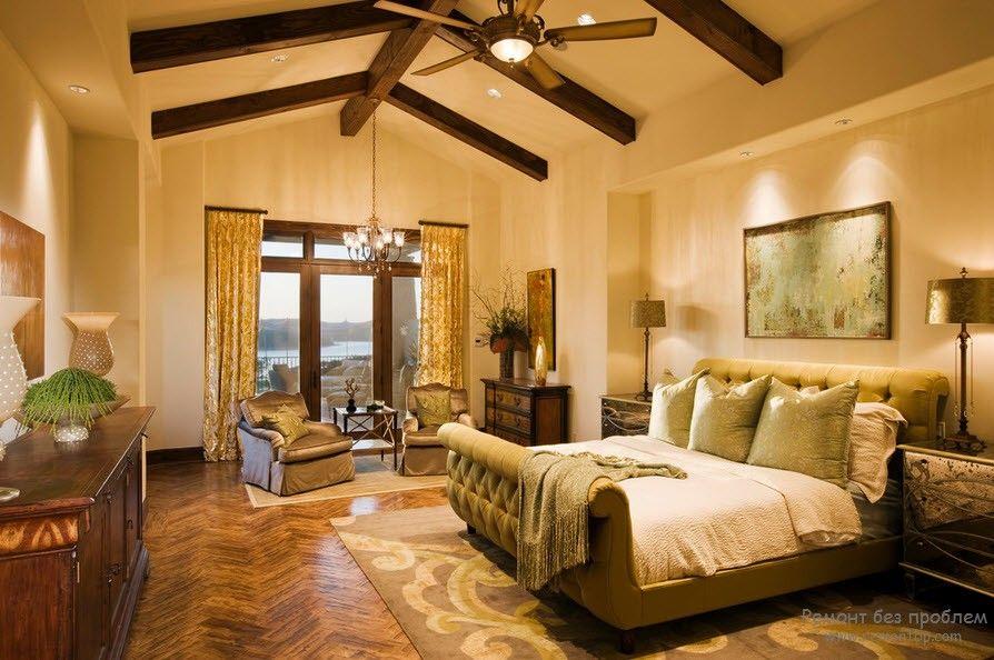 Потолочная балка в интерьере спальни