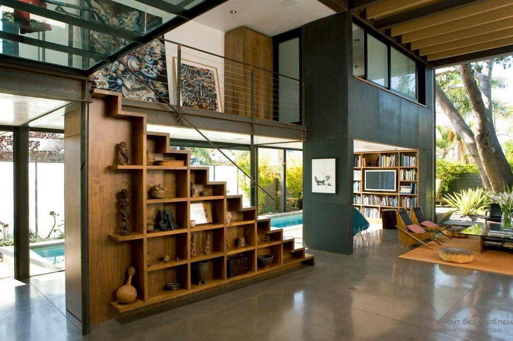 Эффектная лофт-гостиная со стеклянными стенами