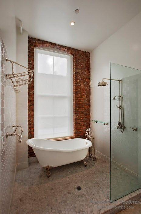 Декор ванной комнаты при помощи кирпичной кладки