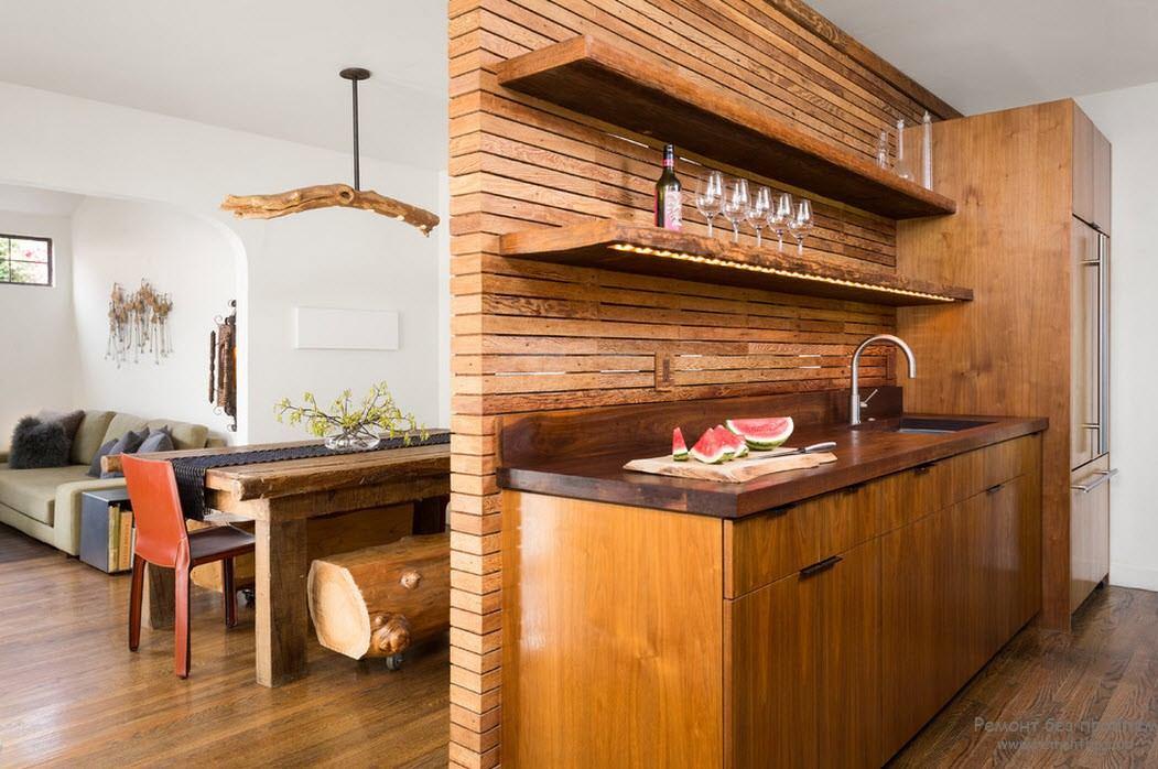 Деревянная кухня на фото
