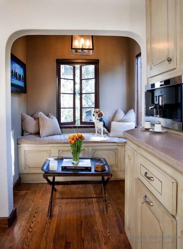 Красивая небольшая кухня со спальным уголком
