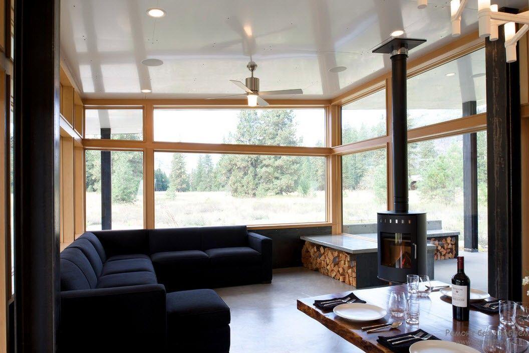 Большие окна в интерьере загородного дома