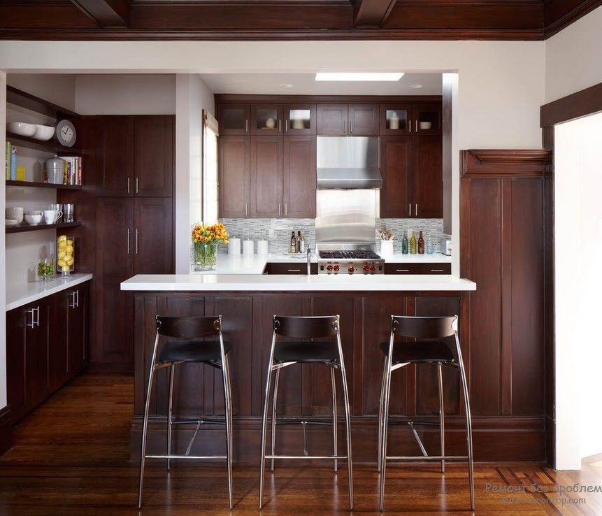 Барная стойка, отлично влившаяся в интерьер кухни