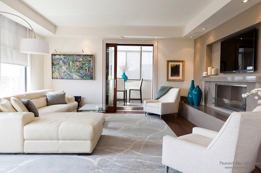 Гостиная с белой мягкой мебелью