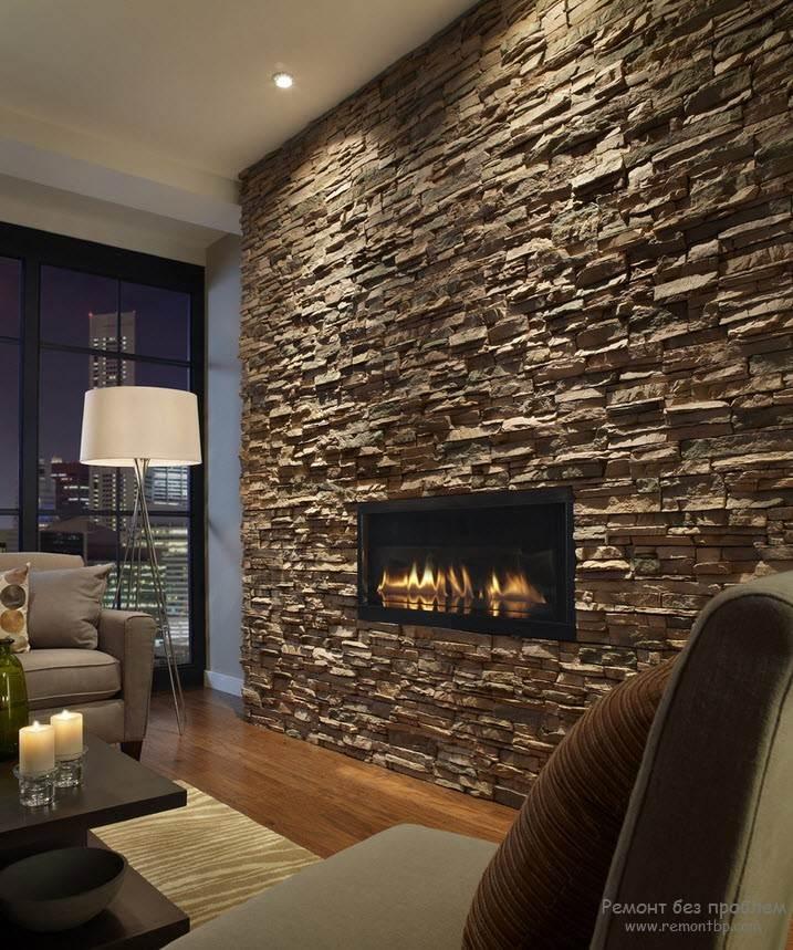 Красивая гостиная с отделкой из камня