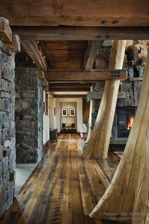 Стены из камня в коридоре