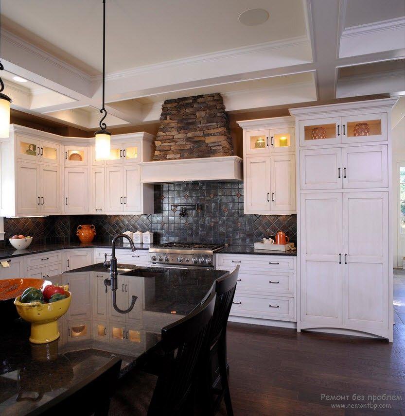 Чувство меры в оформлении кухни декоративным камнем