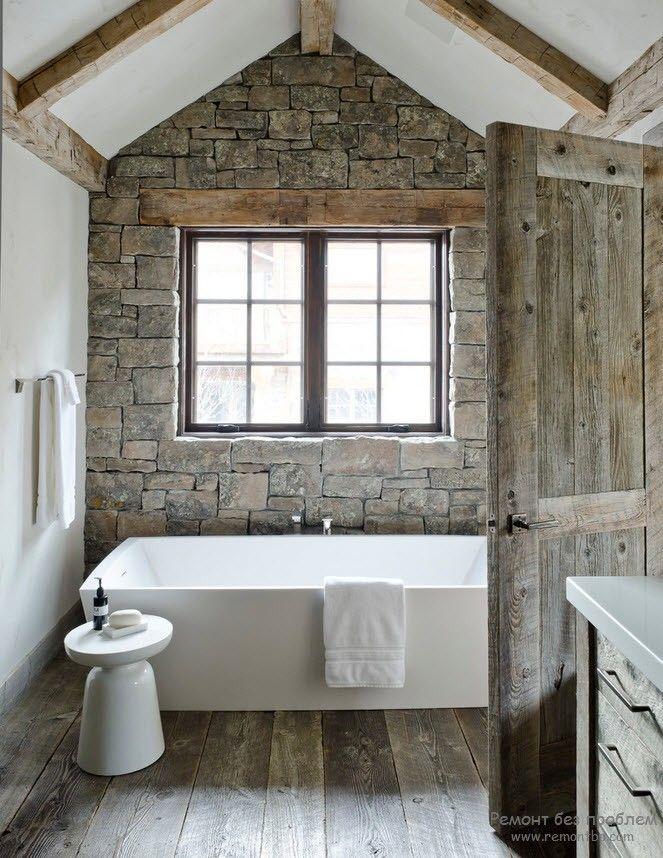 Ванная комната с декоративным камнем