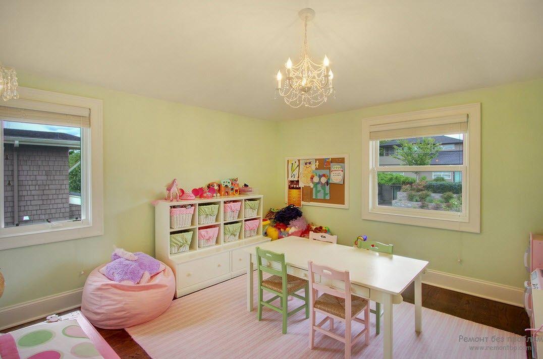 Сочетание двух нежных оттенков - розового и зеленого в интерьере детской комнаты