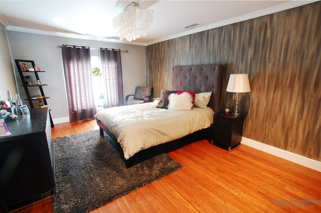 Современная спальня с удобствами