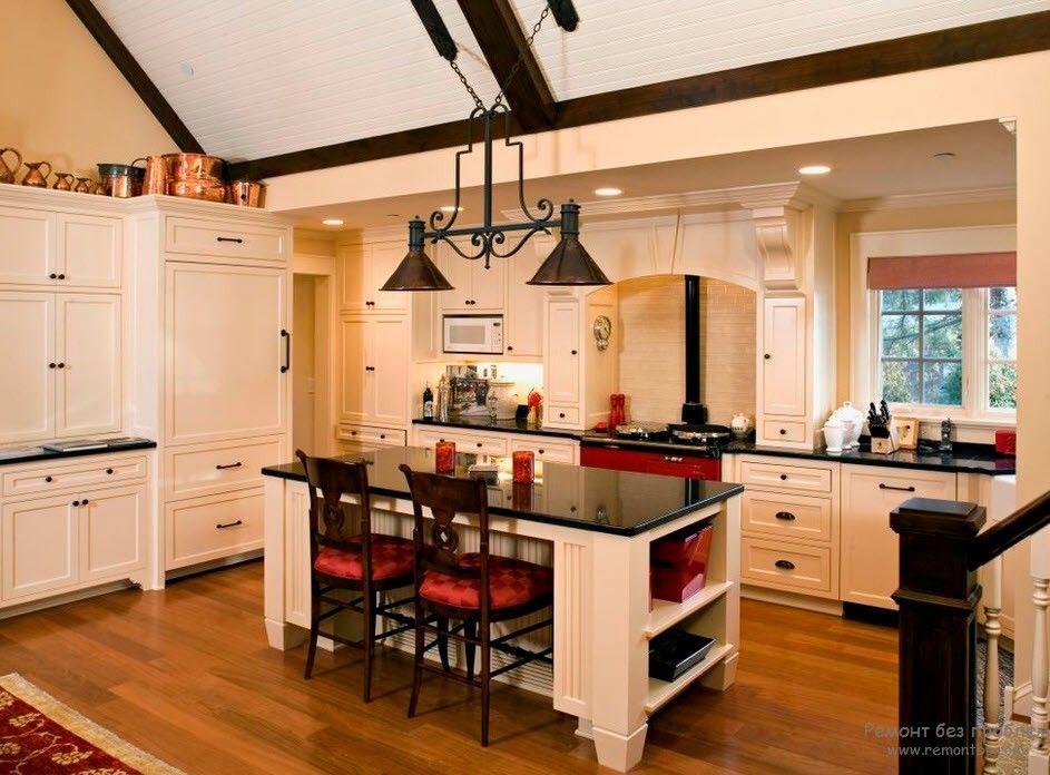 Дизайн белой кухни с темной столешницей