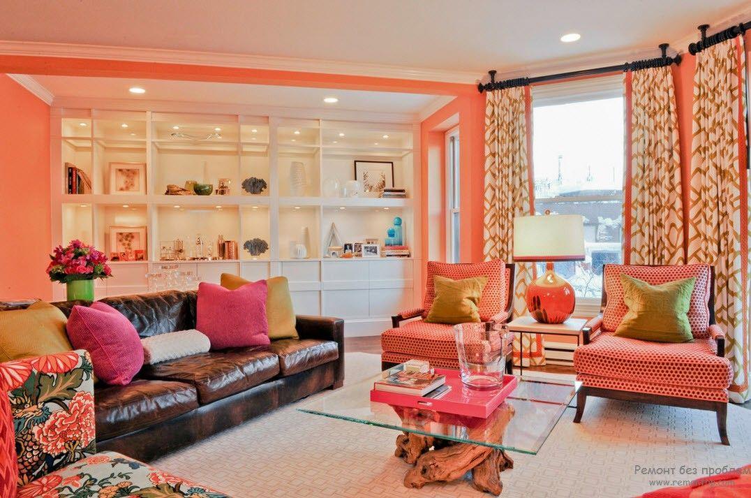 Яркий и сочный интерьер гостиной