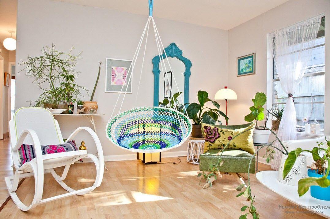 Уютный интерьер гостиной при помощи растений