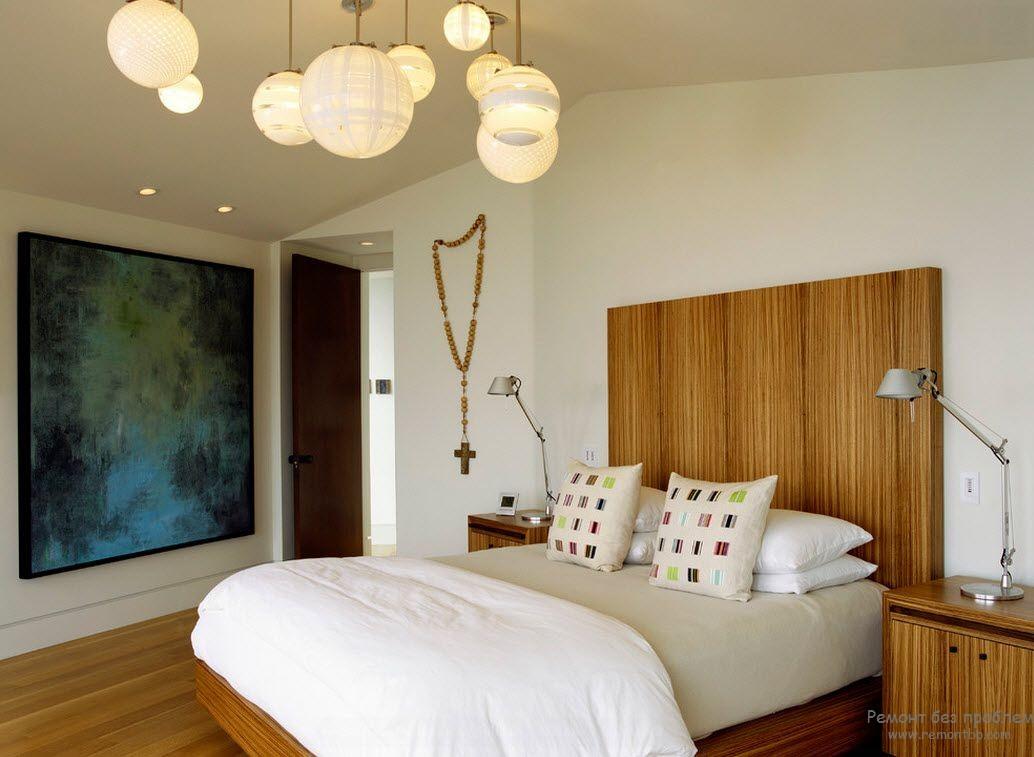 Несколько подвесных шаров для рассеянного общего освещения спальной комнаты