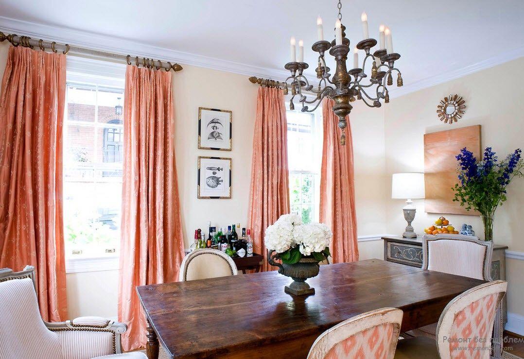 Комфортный интерьер персиковой гостиной