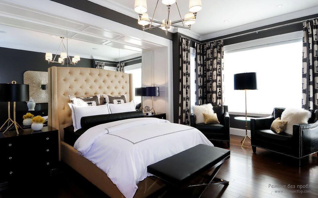 Черно-белый интерьер спальни со смешанным освещением