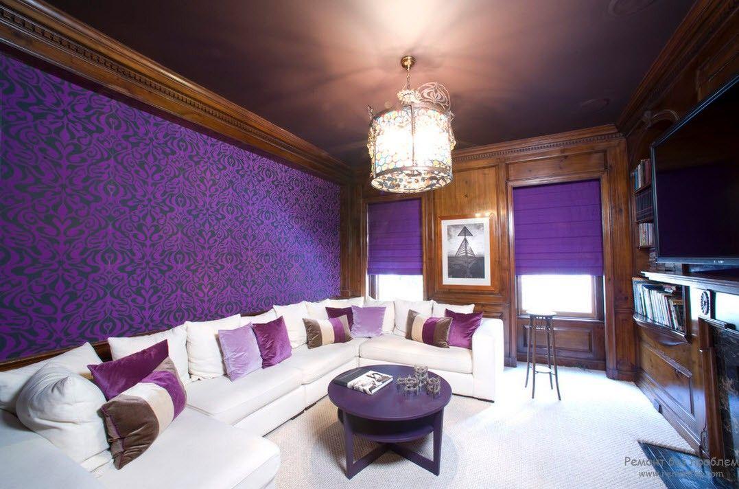 Фиолетовые обои в интерьере гостиной